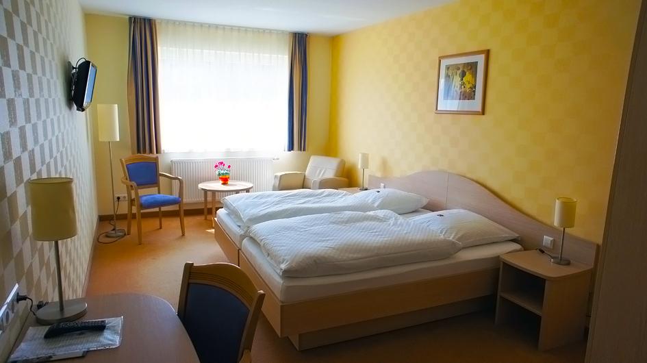 Die komfortablen Doppelzimmer sind mit Dusche/WC, Kabel-TV und Telefon ausgestattet.